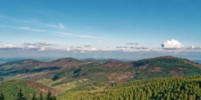 Vue du panorama au Mont Besset en Ardèche Verte au Mon