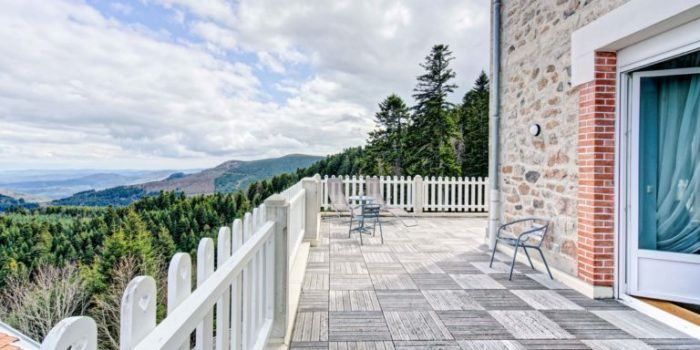 Une terrasse de chambre au Mont Besset
