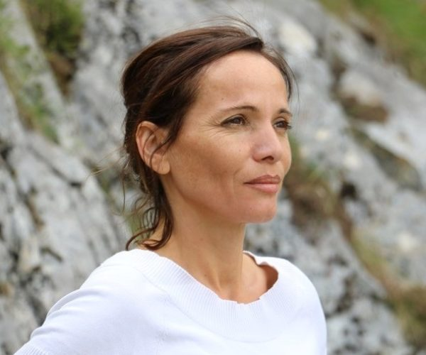 Malika Amari, naturopathe, co-anime pendant la cure de jeûne en Ardèche