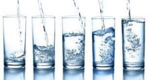 Un petit peu ou beaucoup d'eau pendant un jeûne